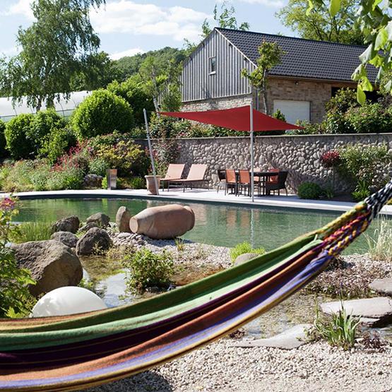 Baignade naturelle les jardins de la vall e for Brumisateur bassin exterieur