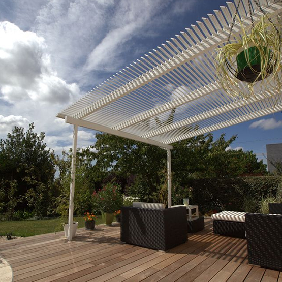 pergola en bois fer ou alu les jardins de la vall e. Black Bedroom Furniture Sets. Home Design Ideas