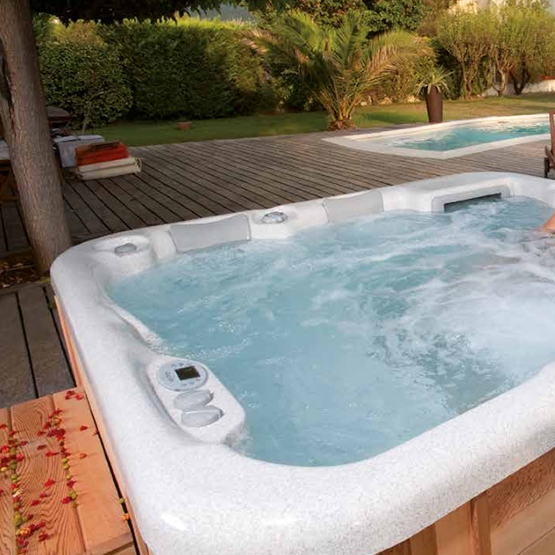 amenagement jacuzzi fabulous best jacuzzi extrieur bois ideas on pinterest jacuzzi bois en ce. Black Bedroom Furniture Sets. Home Design Ideas