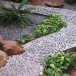allee-jardin-galet